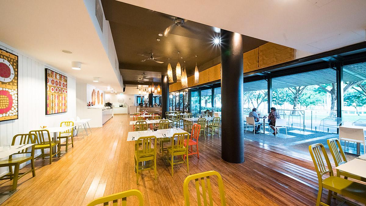 Curve Café and Bar
